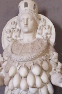 Artemide cento mammelle statua
